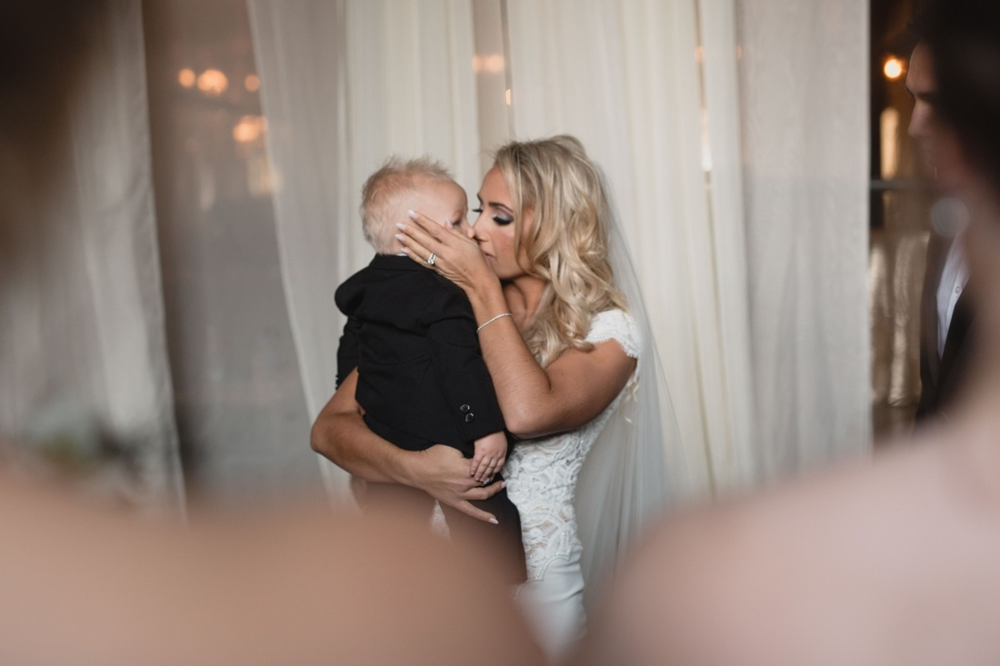 24_Minneapolis_aria_wedding_photography-1100x733.jpg