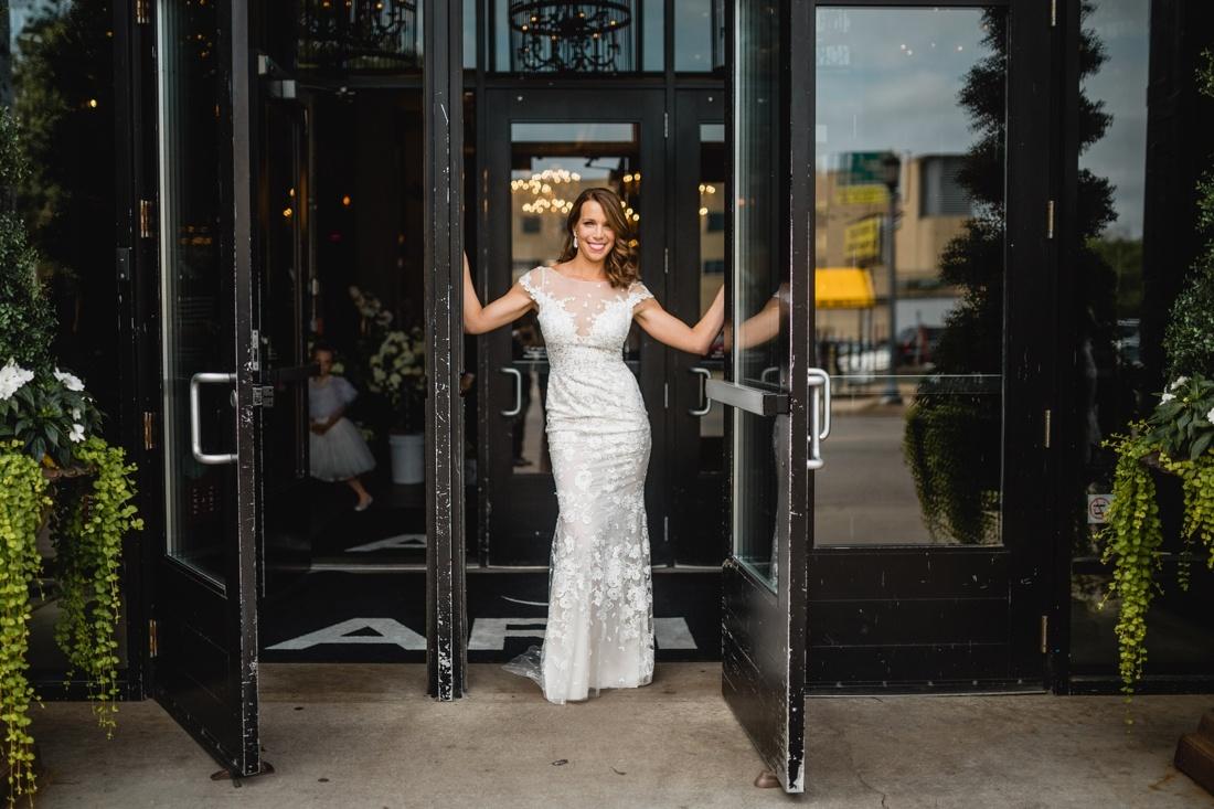 010_Minneapolis_Basilica_wedding-1100x733.jpg