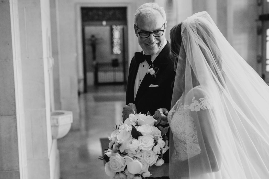 027_Minneapolis_Basilica_wedding-1100x733.jpg