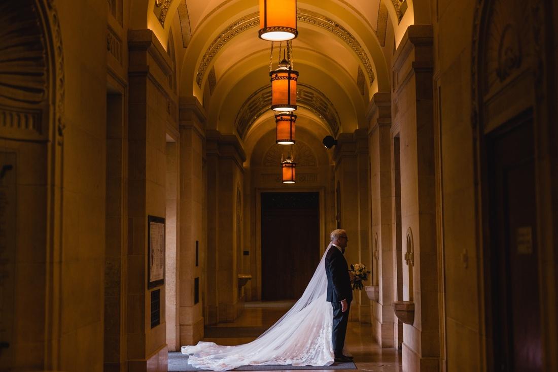 029_Minneapolis_Basilica_wedding-1100x733.jpg