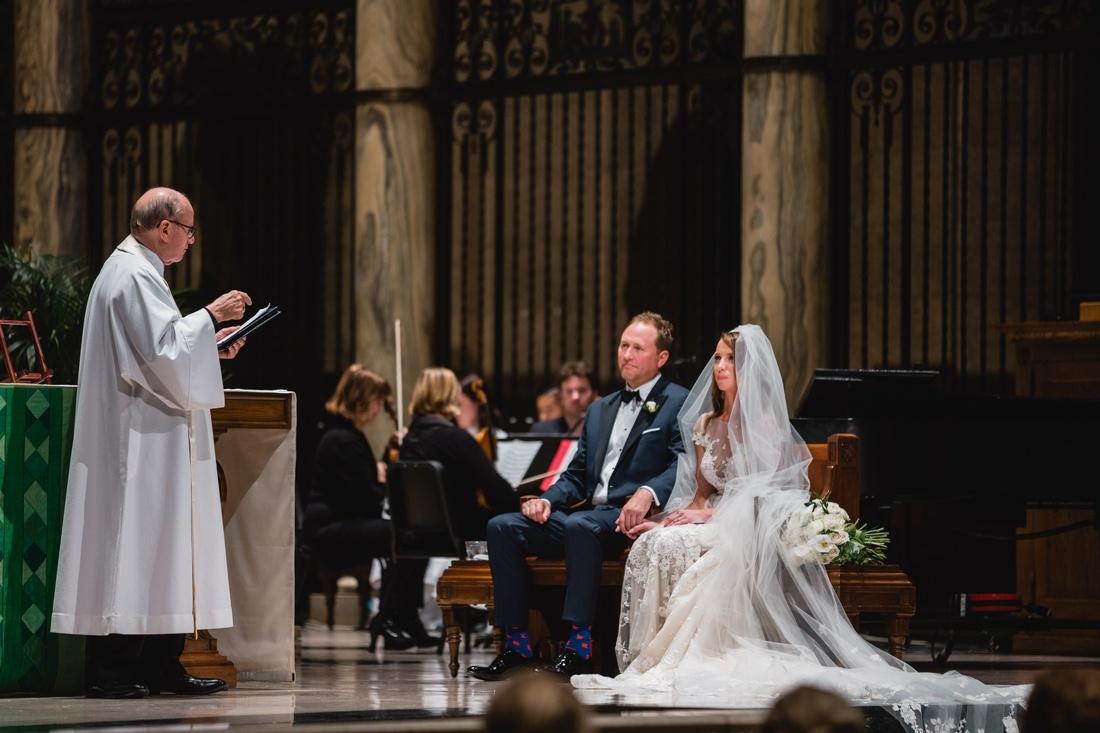 032_Minneapolis_Basilica_wedding-1100x733.jpg