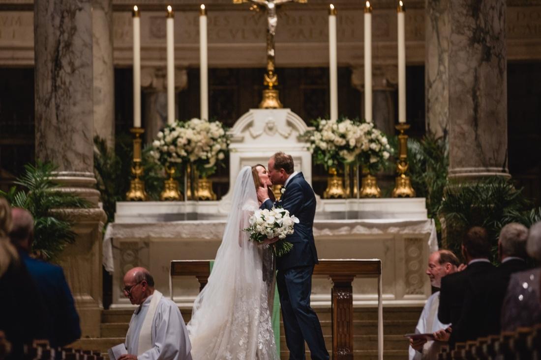 035_Minneapolis_Basilica_wedding-1100x733.jpg