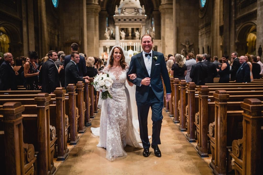 036_Minneapolis_Basilica_wedding-1100x732.jpg