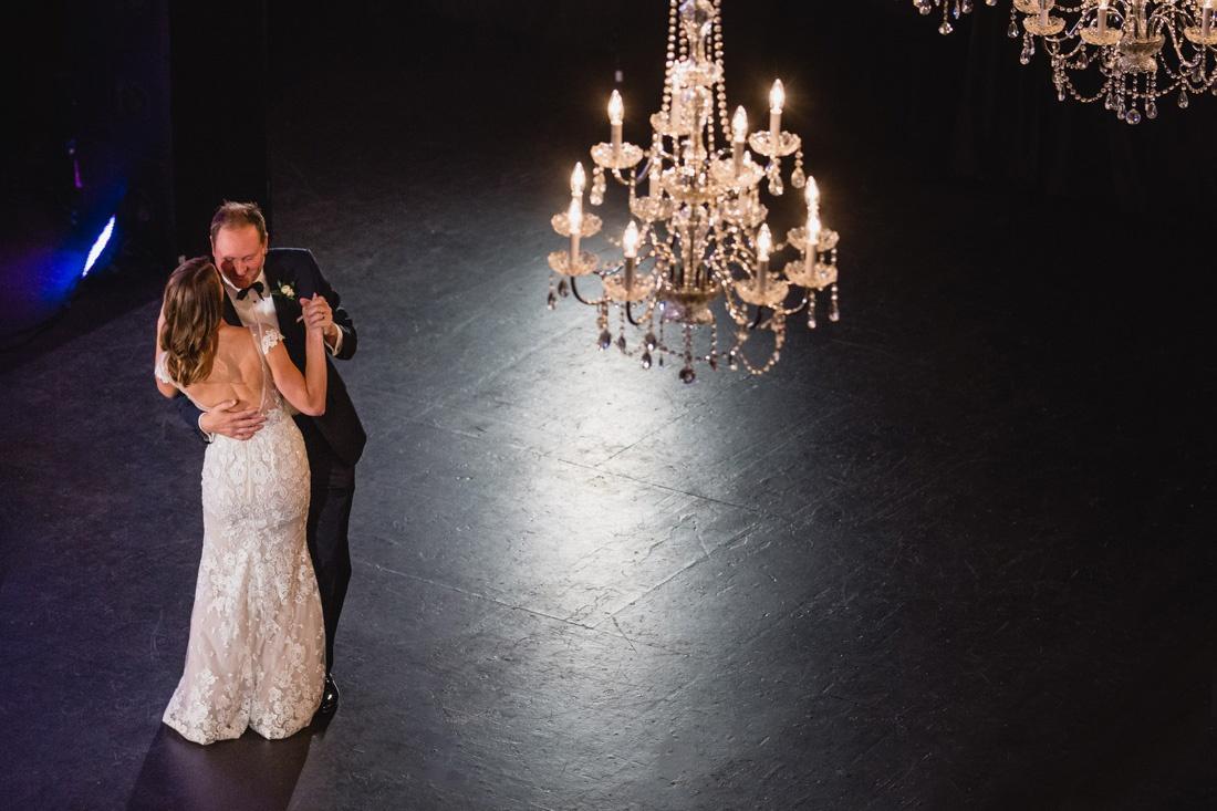 042_Minneapolis_Basilica_wedding-1100x733.jpg