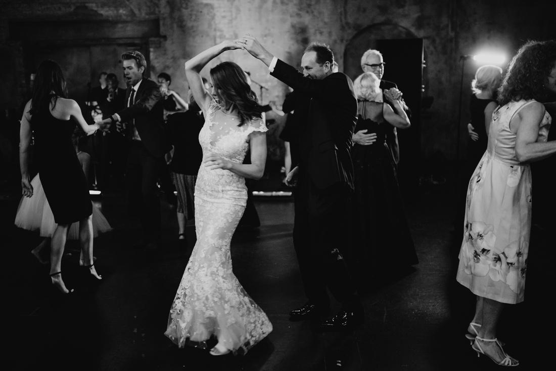 052_Minneapolis_Basilica_wedding-1100x733.jpg