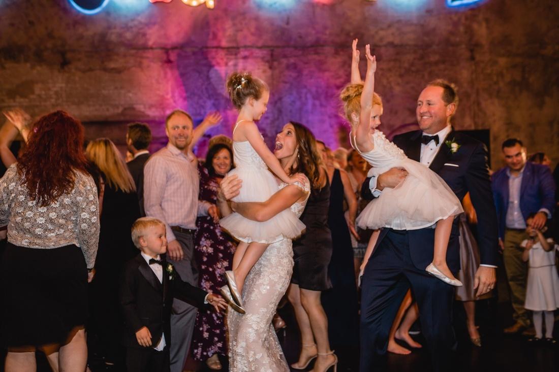 053_Minneapolis_Basilica_wedding-1100x733.jpg