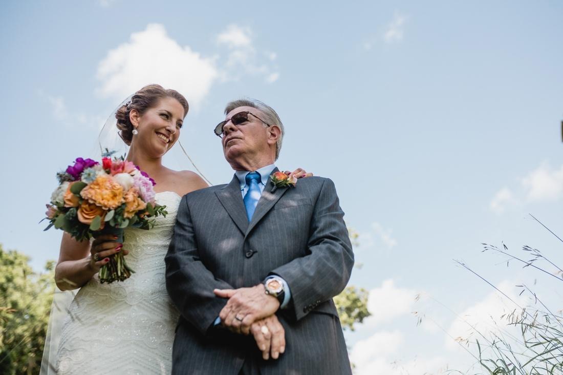 09_Minneapolis_wedding_Photographer_Barn_Wedding-1100x732.jpg