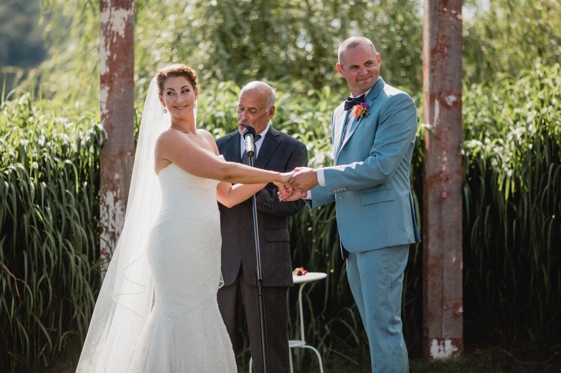 13_Minneapolis_wedding_Photographer_Barn_Wedding-1100x733.jpg