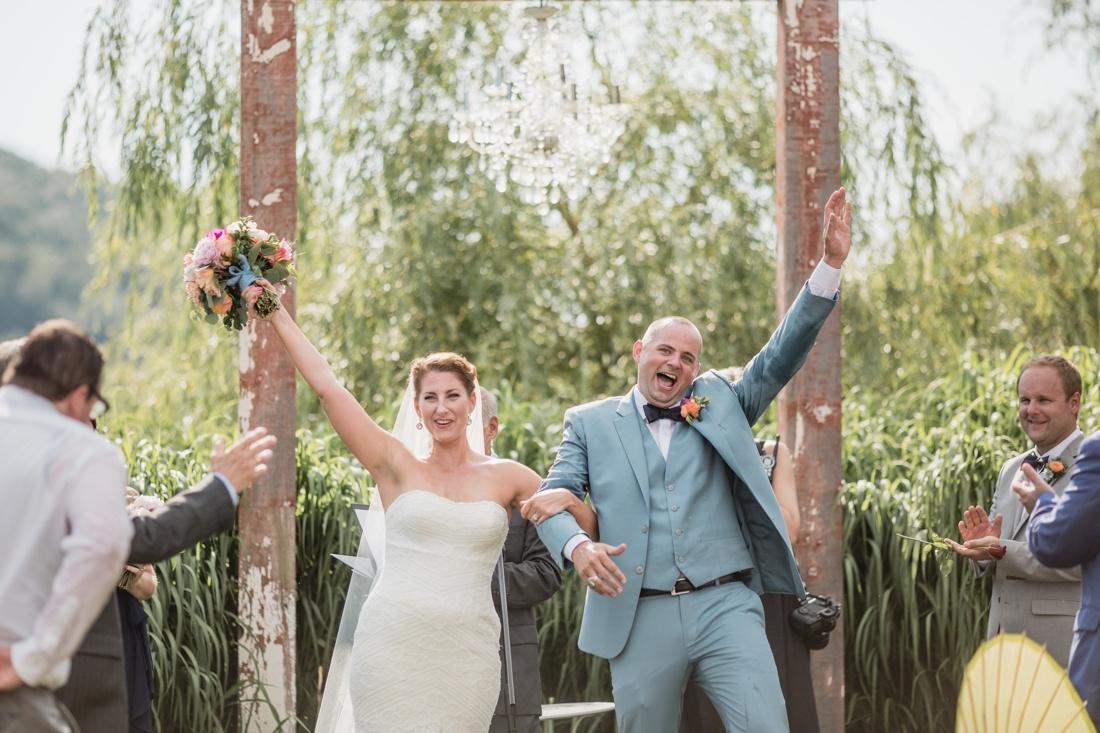 16_Minneapolis_wedding_Photographer_Barn_Wedding-1100x733.jpg