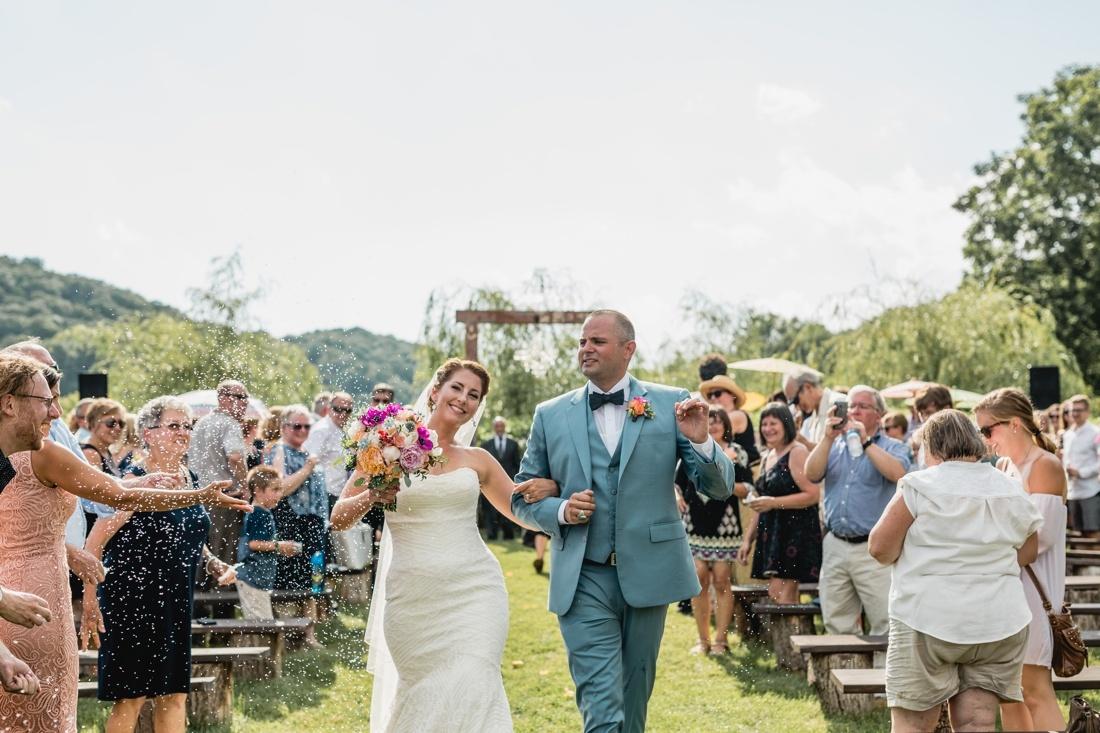 18_Minneapolis_wedding_Photographer_Barn_Wedding-1100x733.jpg
