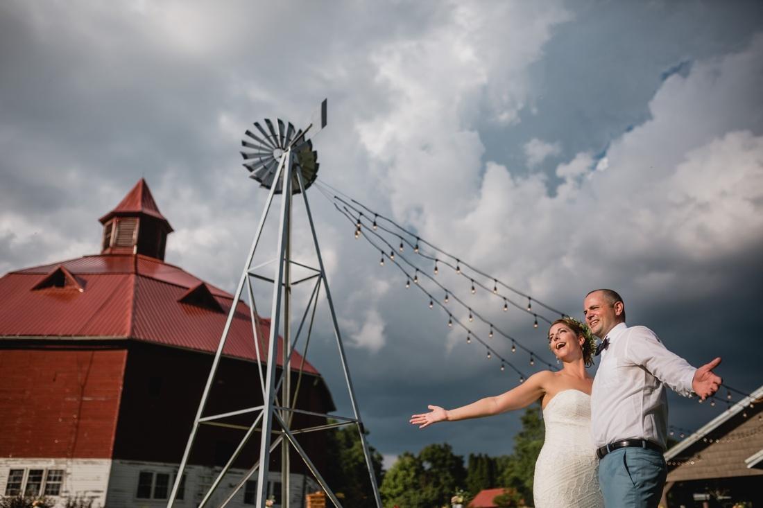 22_Minneapolis_wedding_Photographer_Barn_Wedding-1100x733.jpg