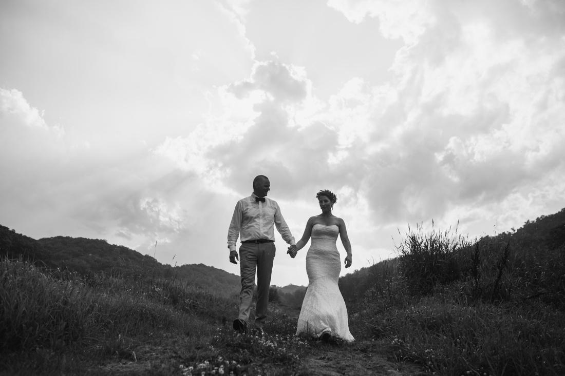 25_Minneapolis_wedding_Photographer_Barn_Wedding-1100x733.jpg