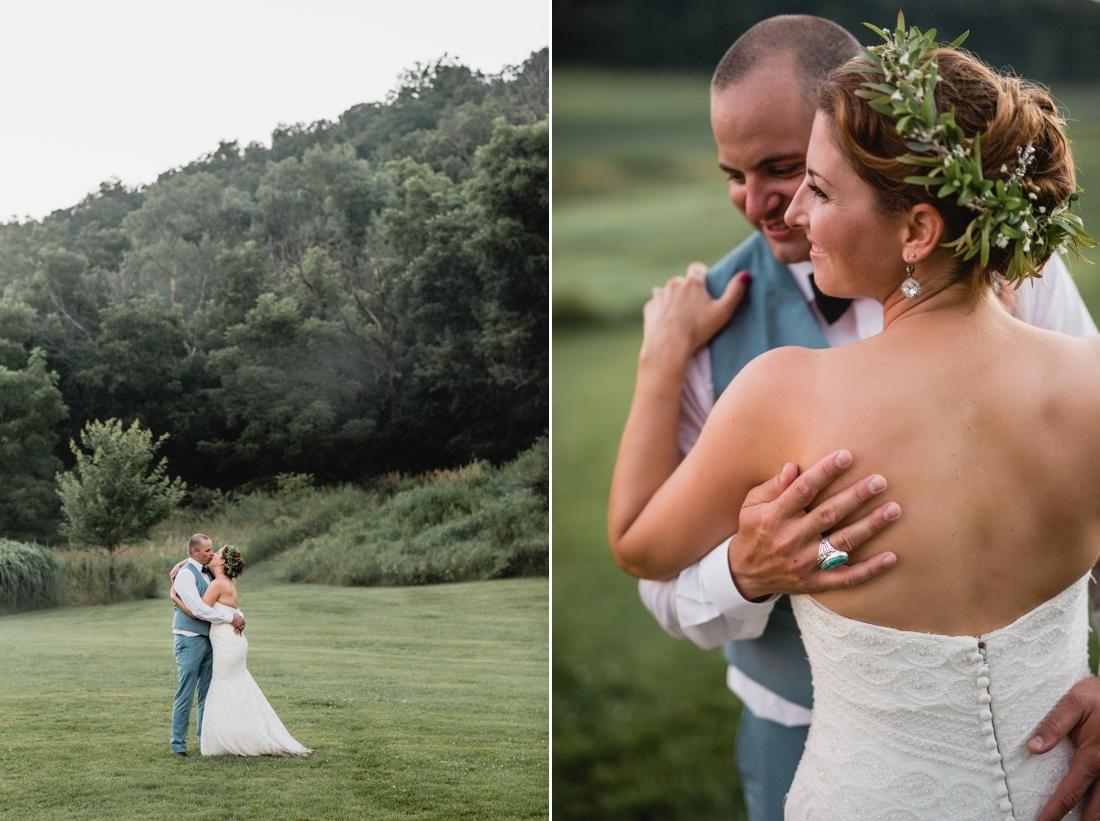 26_Minneapolis_wedding_Photographer_Barn_Wedding-1100x821.jpg