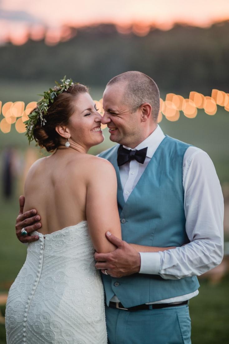 27_Minneapolis_wedding_Photographer_Barn_Wedding-735x1100.jpg
