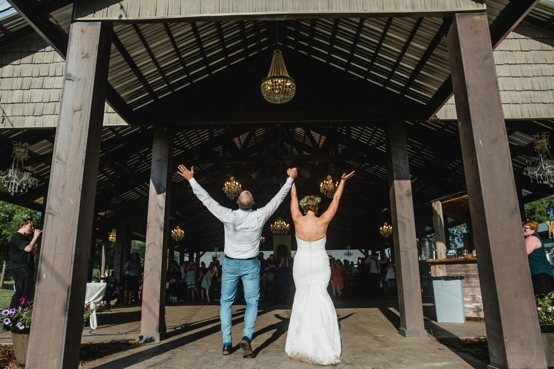 32_Minneapolis_wedding_Photographer_Barn_Wedding-1100x733.jpg