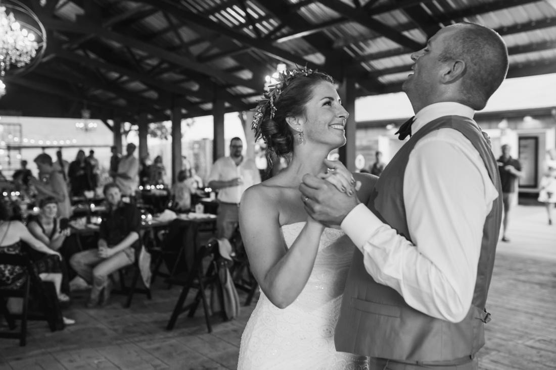 36_Minneapolis_wedding_Photographer_Barn_Wedding-1100x733.jpg