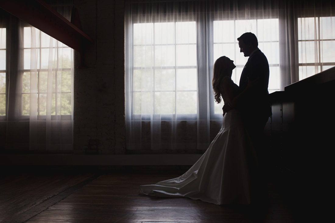 11_Minneapolis_Wedding_Photography_Machine_Shop-1100x733.jpg