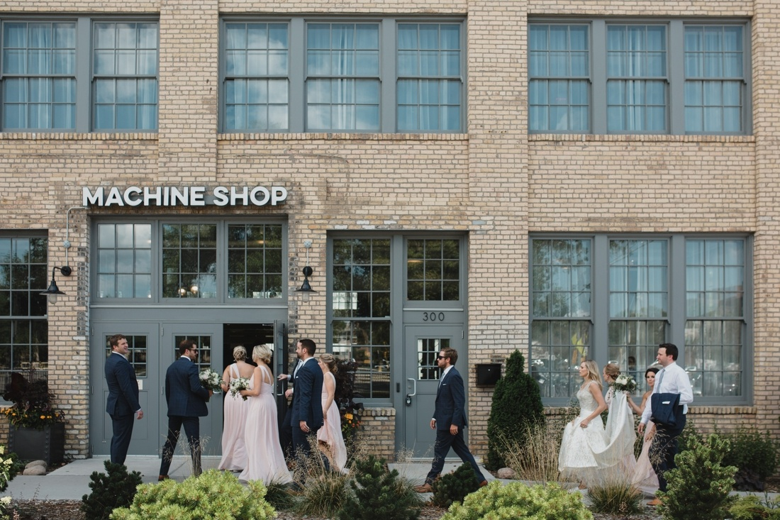 21_Minneapolis_Wedding_Photography_Machine_Shop-1100x733.jpg