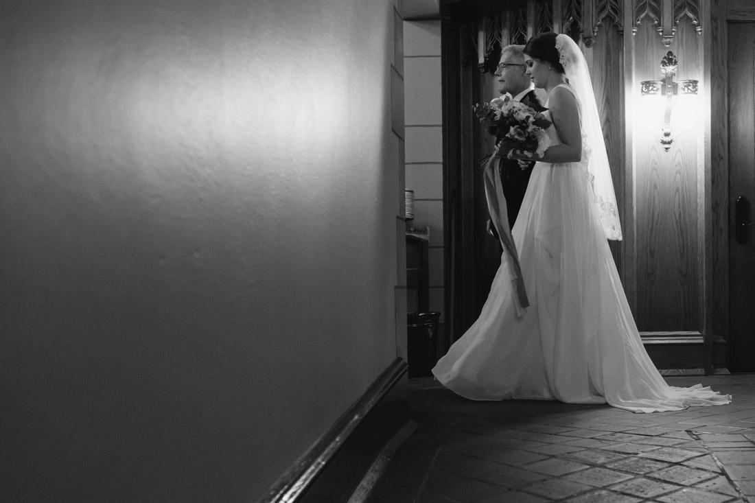 06_Minneapolis_event_center_wedding_photos-1100x733.jpg