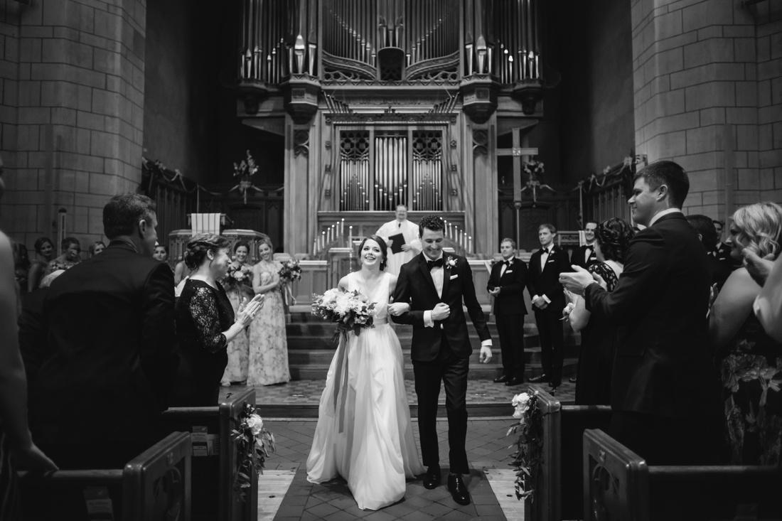 10_Minneapolis_event_center_wedding_photos-1100x733.jpg