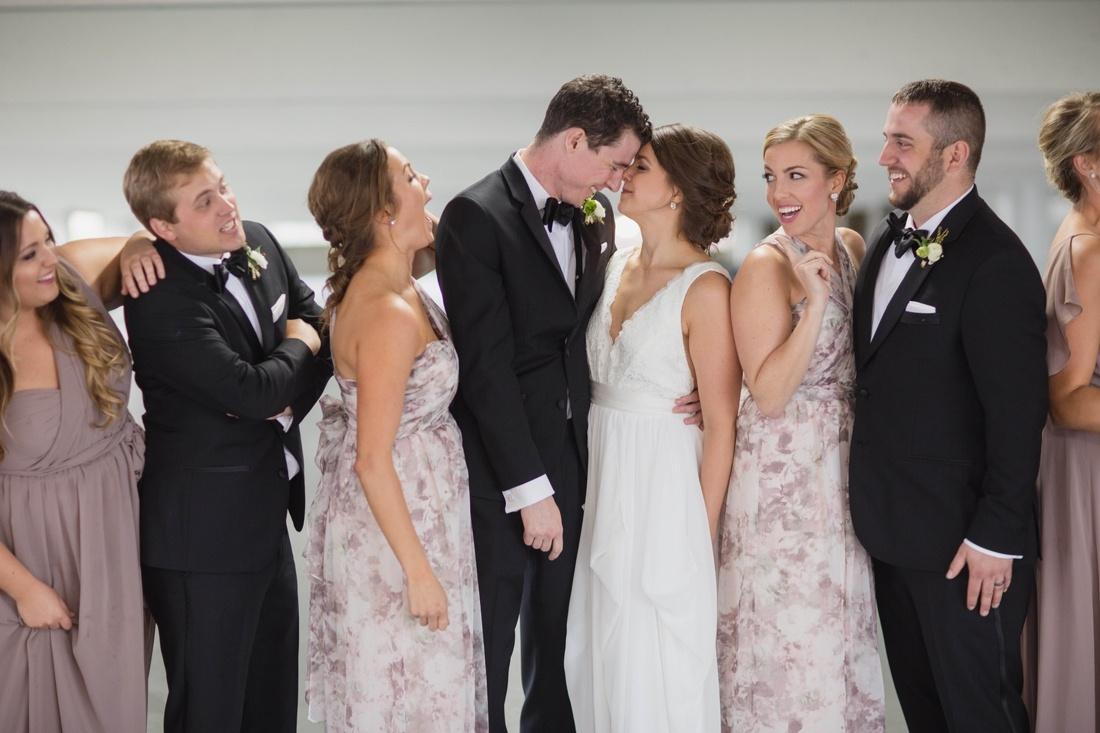 20_Minneapolis_event_center_wedding_photos-1100x733.jpg