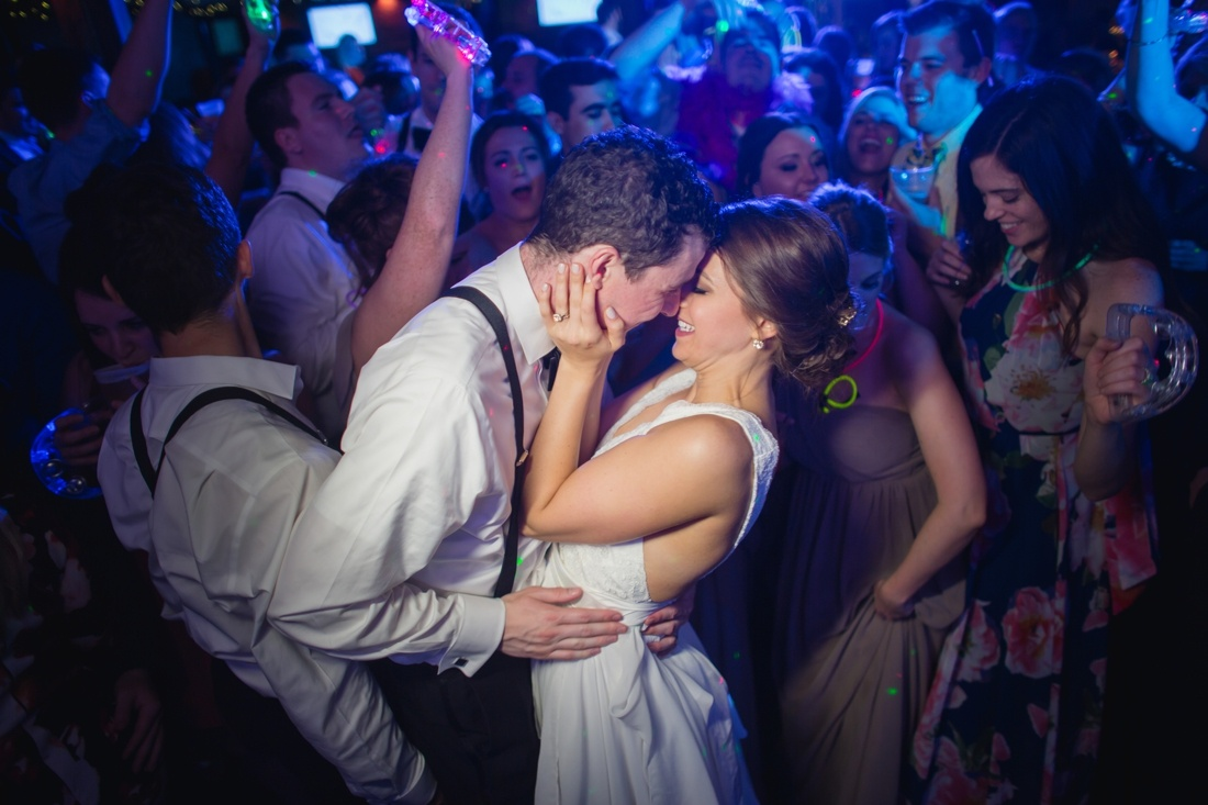 30_Minneapolis_event_center_wedding_photos-1100x733.jpg