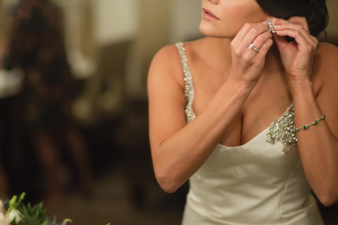 012_Minneapolis_Aria_wedding_photos-1100x733.jpg