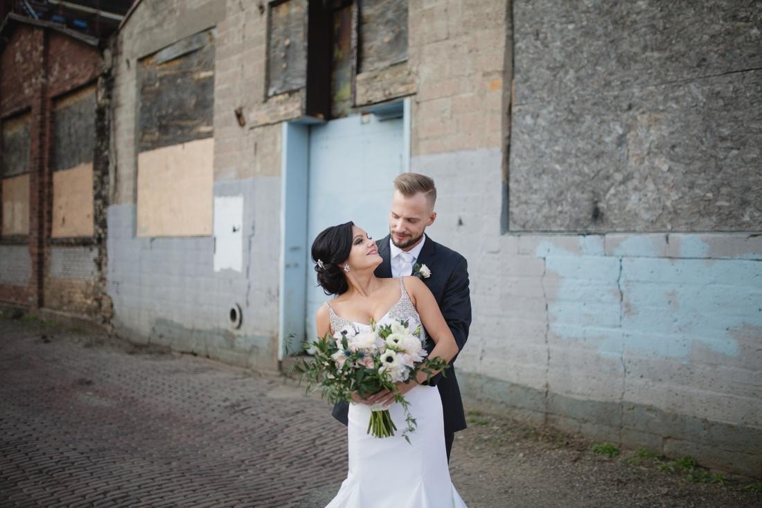 041_Minneapolis_Aria_wedding_photos-1100x733.jpg