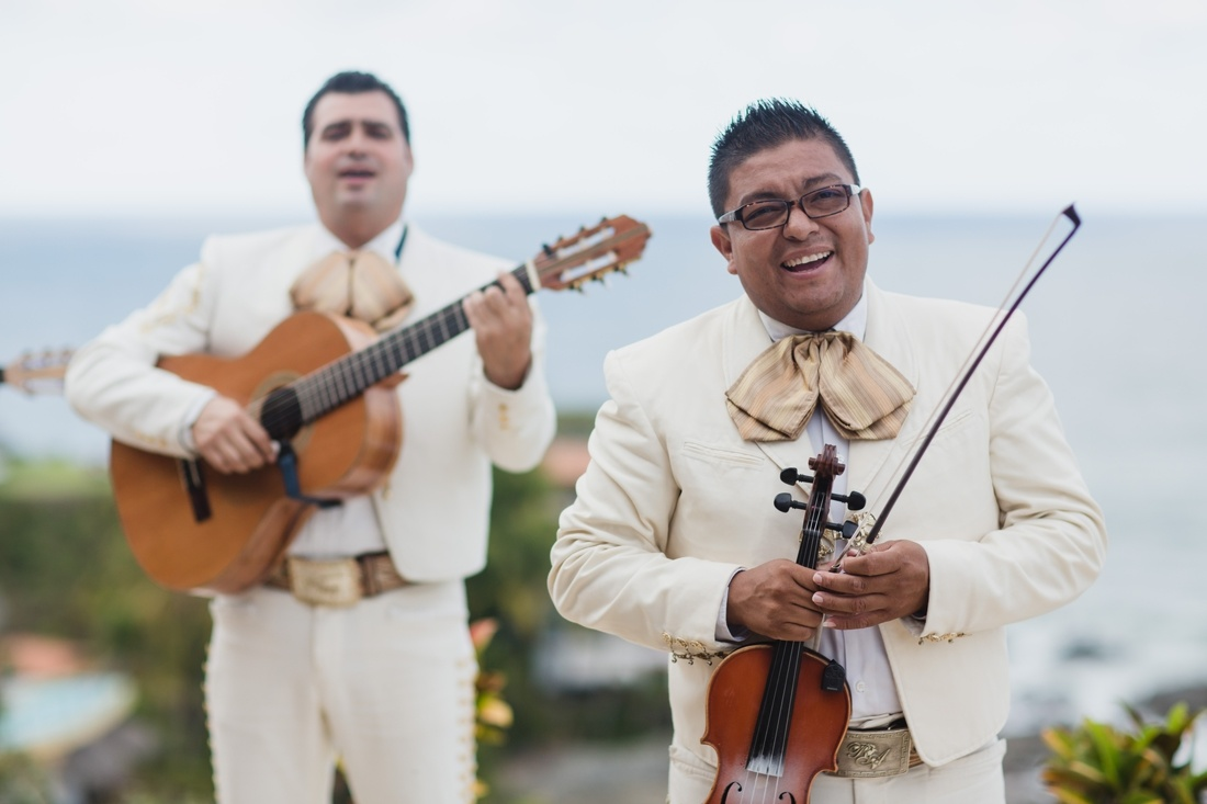 23_sayulita_wedding_mariachi_minneapolis_photographers-1100x733.jpg