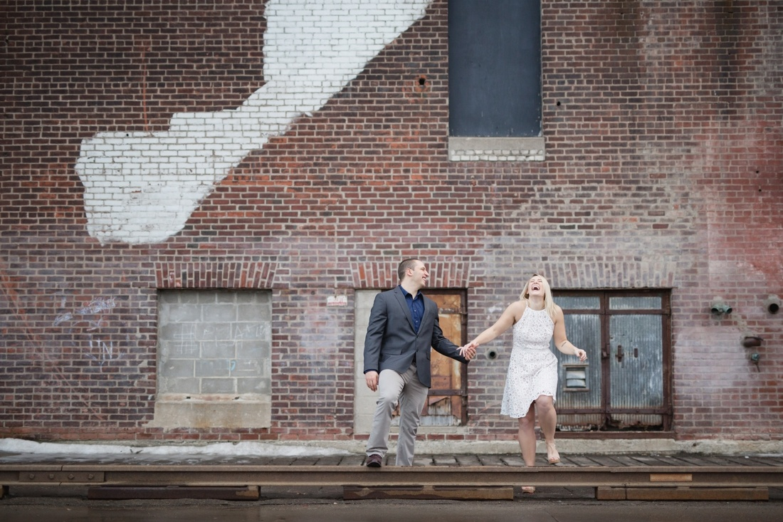 7_Minneapolis_engagement_session_north_loop-1100x733.jpg