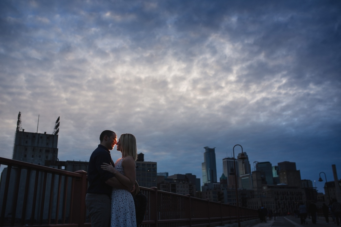 11_minneapolis_skyline_engagement_photos-1100x733.jpg