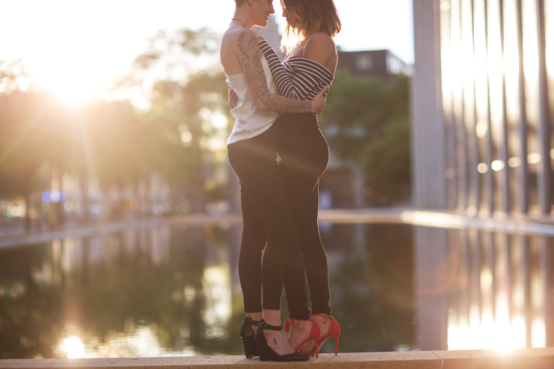 21_Minneapolis_engagement_Session-1100x733.jpg