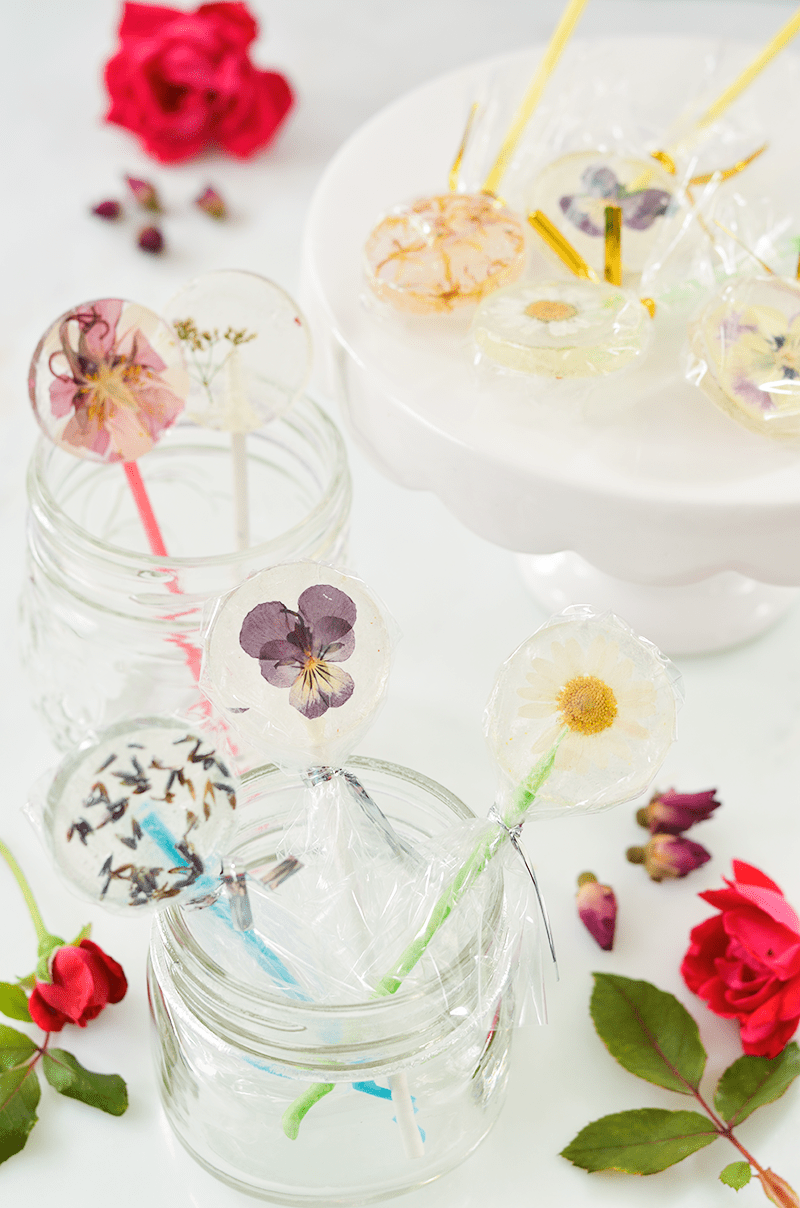 Easy-DIY-Lollipops-With-Edible-Flowers-click-through-for-recipe7.png