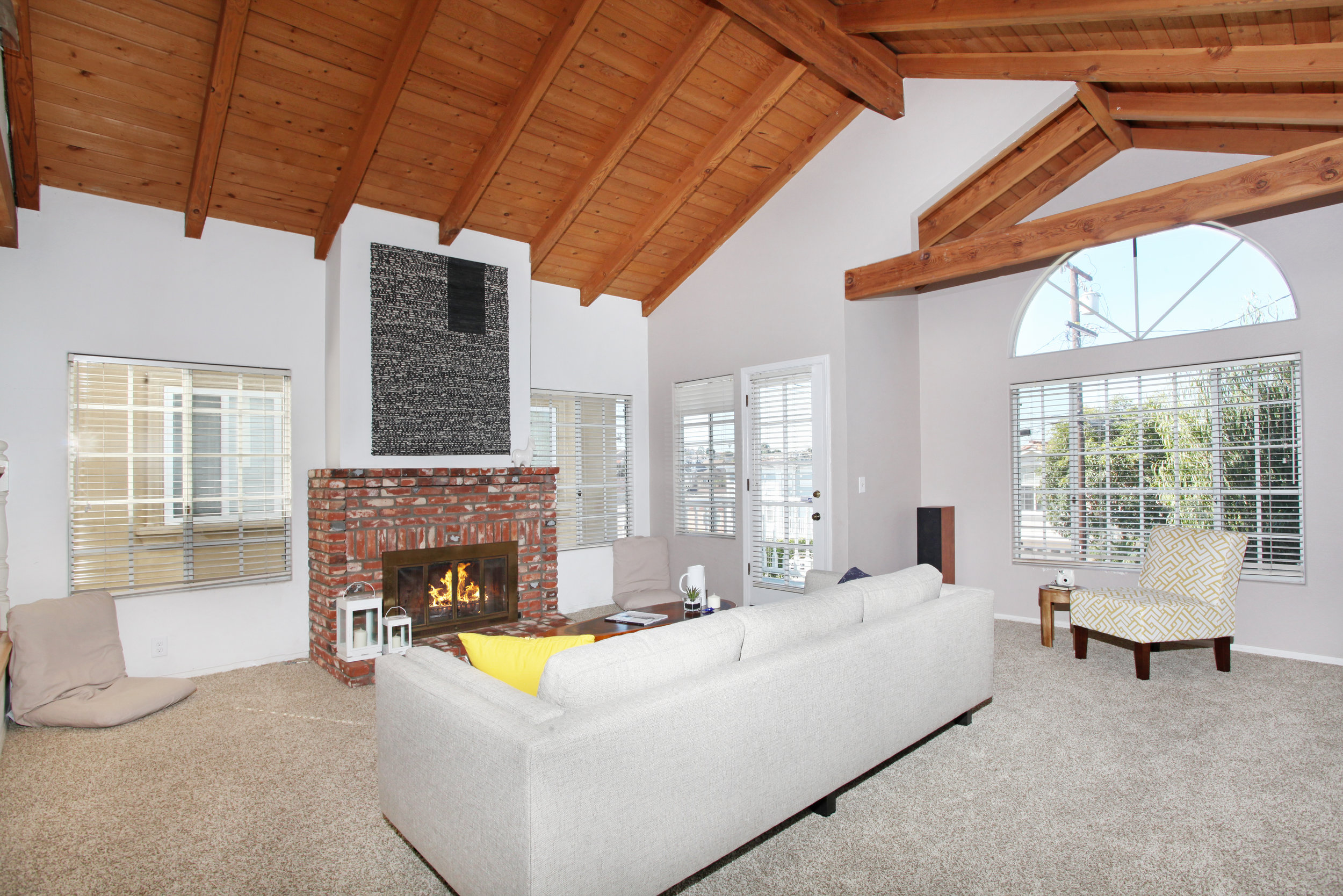 1748 Dixon Livingroom 1.jpg