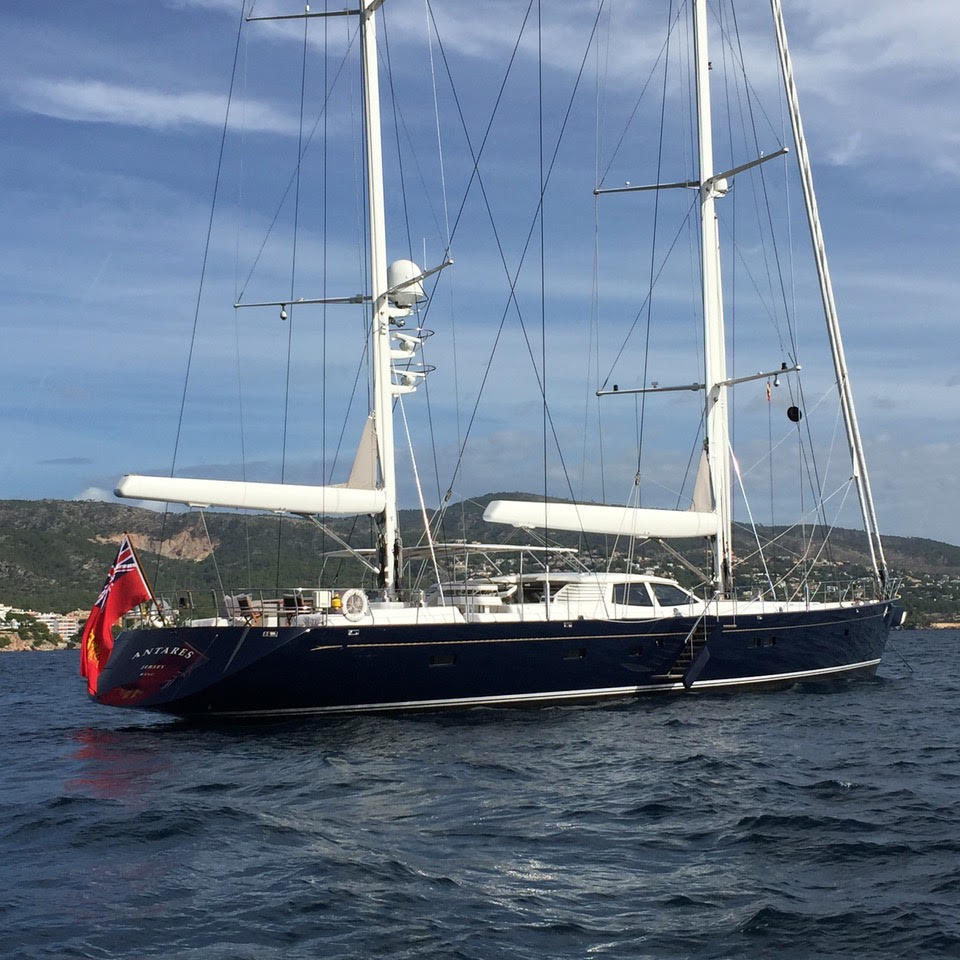 ANTARES Represented buyer. 39.98 M / 131′02″ Royal Huisman build, Dixon design.
