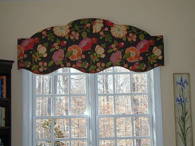 Thinking about arched windows today, and how to show them off. Or, in this case, how to create an arch when one isn't there! #customwindowtreatments
