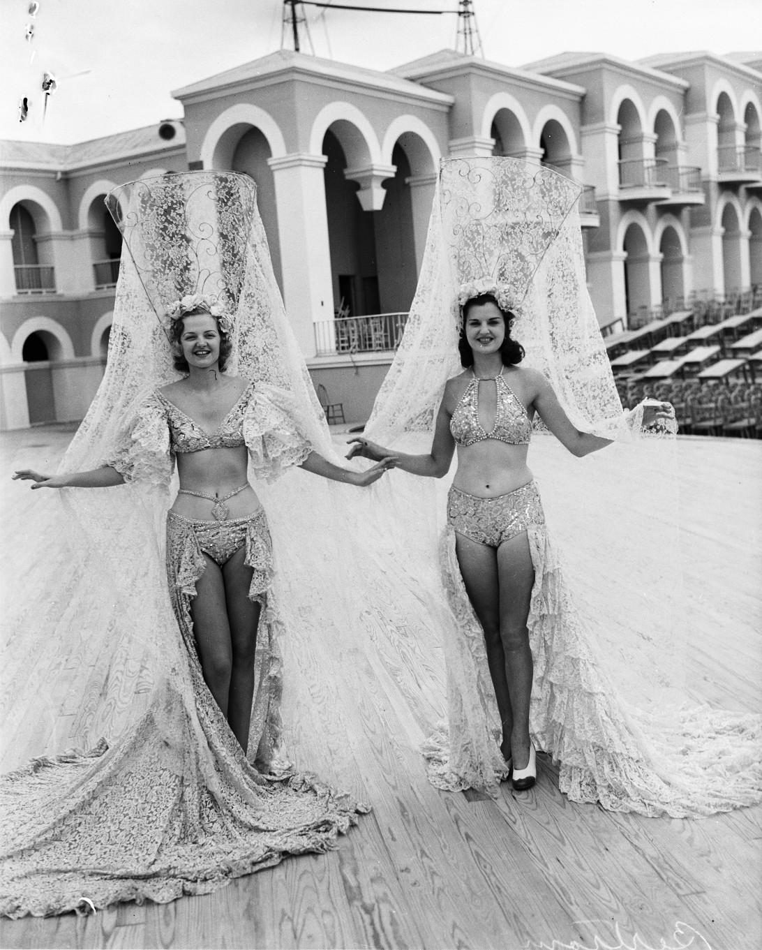 women in costume   10011684.jpg