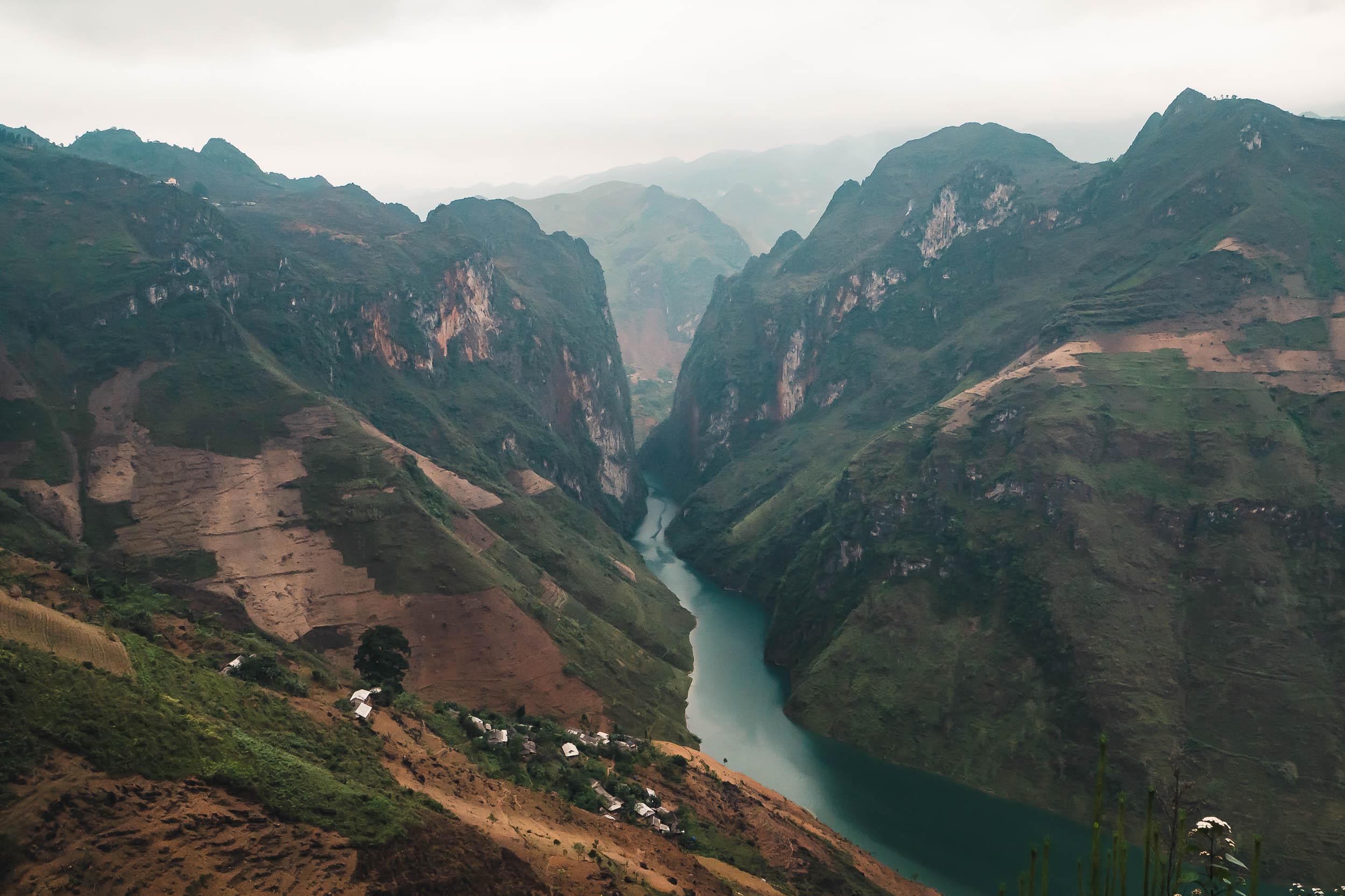 ha_giang_river.jpg