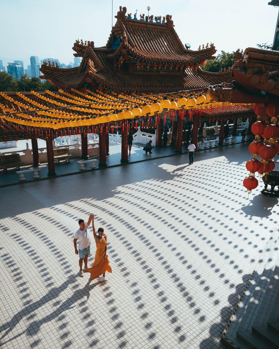 dancing_at_thean_hou_temple.jpg