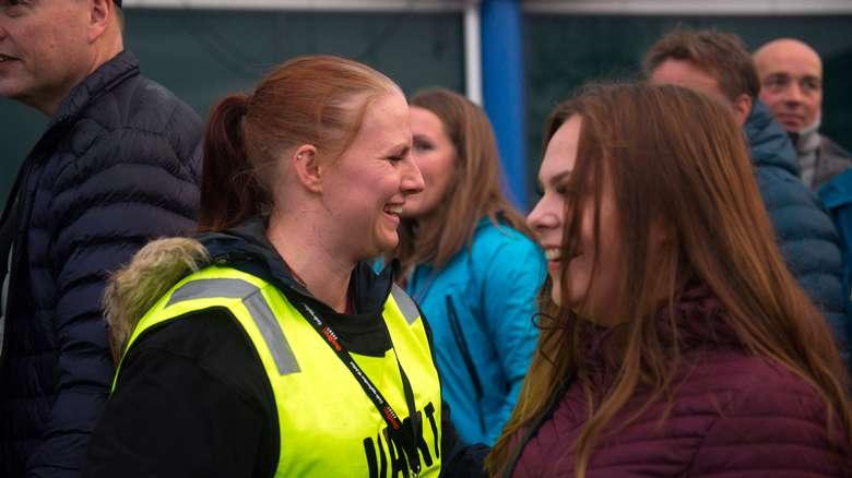 Å være frivillig på Fæsterålen betyr full fræs og mange nye venner.