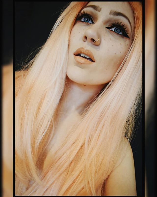 Being a Pisces girl, I definitely have two sides to me! ♓ Had some makeup fun today playing around with this concept! 😇 Meet my softer side (with makeshift freckles and everything!) 😇