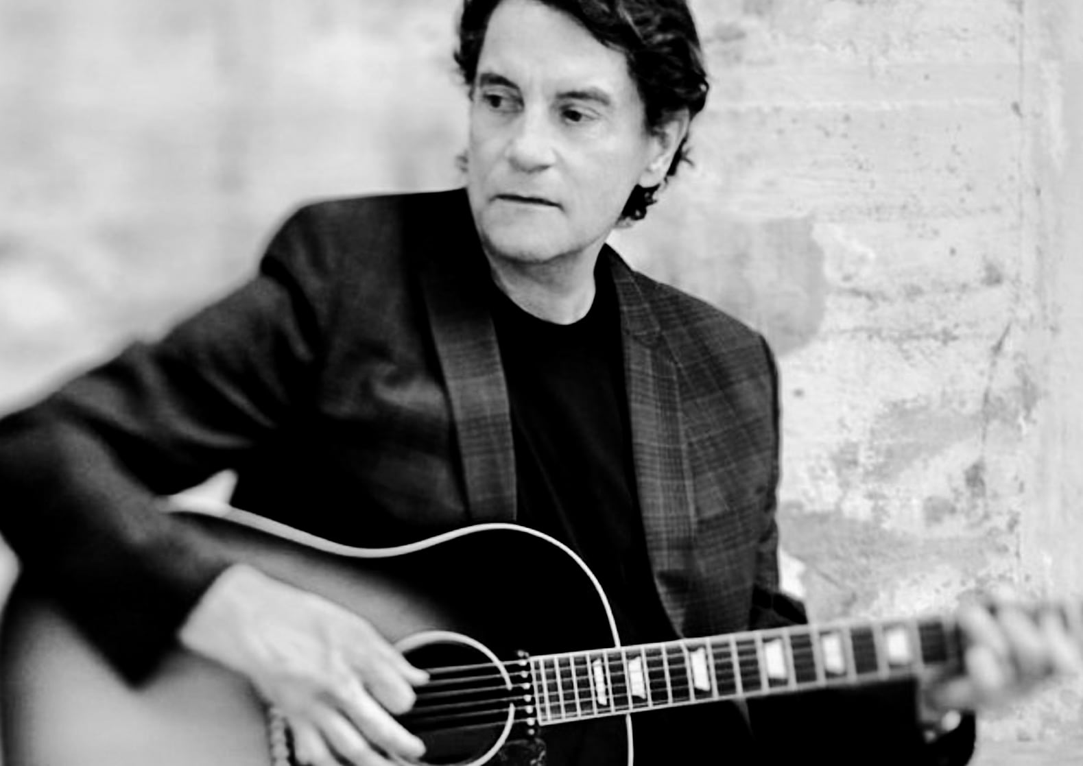 Francis Cabrel - An enduring favourite amongst French musicians, Francis Cabrel plays mainly folk music, with occasional forays into blues and country. He has sold more than 21 million albums worldwide.