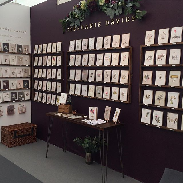 This time we went for a touch of aubergine 🍆 at @homeandgiftharrogate ! Come and visit at stand GS-59 in the Greetings and stationery tent where I'll be here until Wednesday selling my latest collections #greetingcards #stationery #smallbusiness #creativebusiness #paperlove #gfsmith #homeandgift #stationerylovers #stationeryaddict #justacard