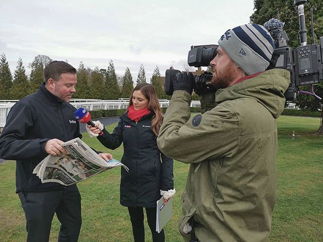 We are up and running at @lingfieldpark with the lovely @ginabryce11 from @skysports. Watch our full coverage now.
