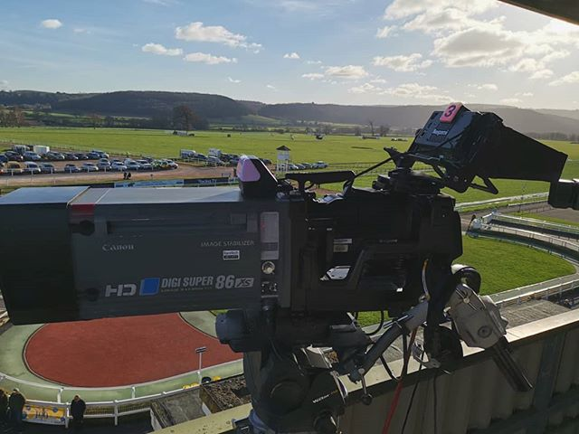 We're approaching race time here at Taunton,  tune into @racingtv to watch our full coverage.