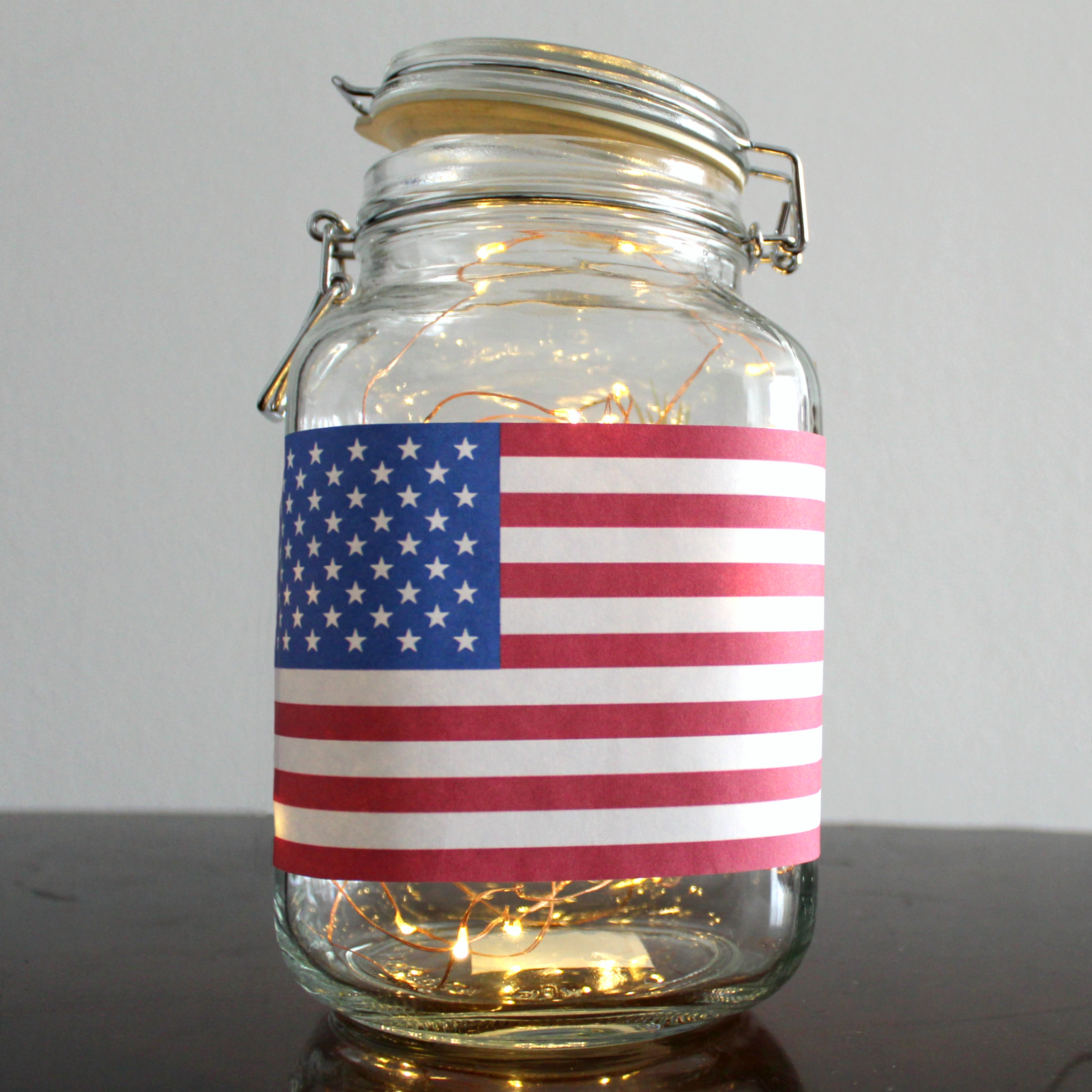 It was super simple to create this Independence Day themed luminary!