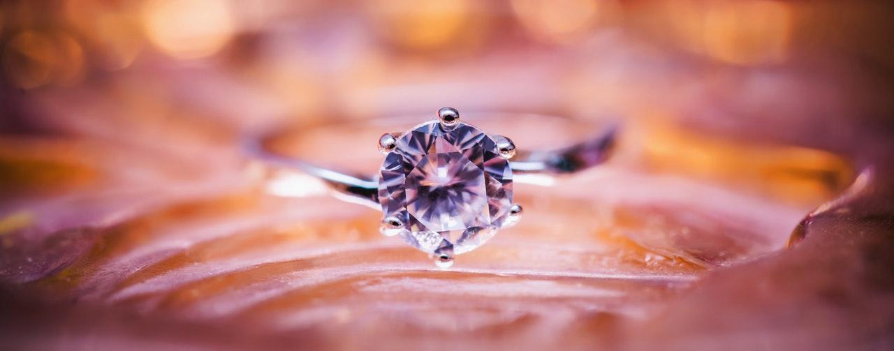 diamond-jewellery-jewelry-115567.jpg