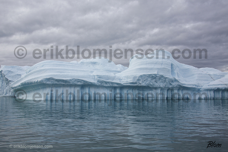 Nr. 23: Gletcher Isfjeld med grå skyer - Grønland. Valgfrit materiale.  90x60 cm. Pris oplyses på forespørgsel.