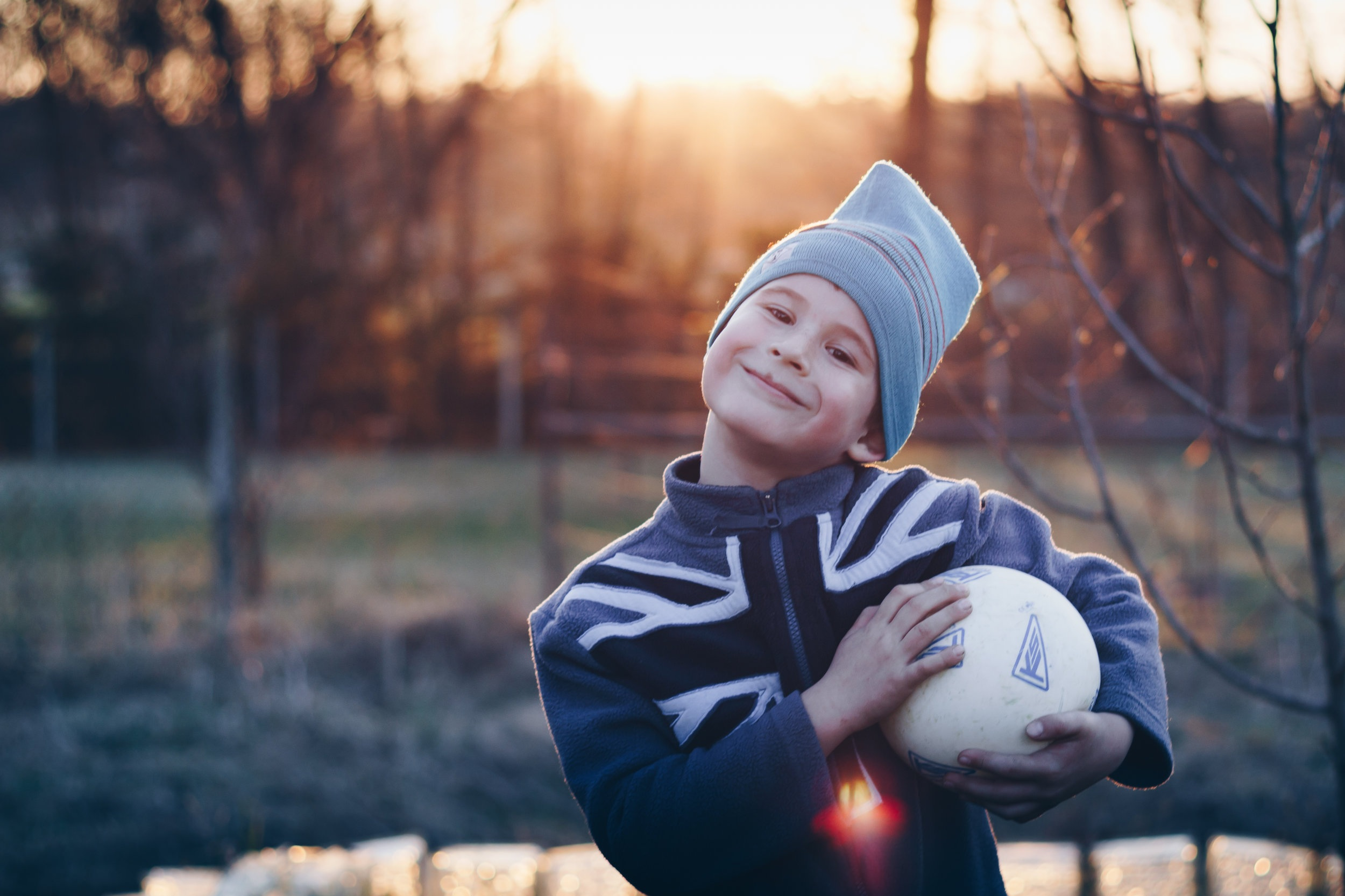 kid-happy-golden-sunset-ball-blur-1418357-pxhere.com.jpg