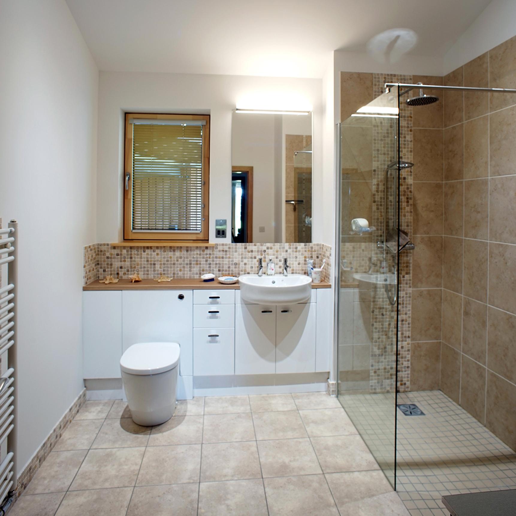04 Shower room.JPG